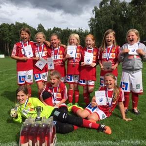Bildgalleri   Vårgårda IK - Fotboll - Flickor 07-08 - Svenskalag.se c8342cb83b6f3